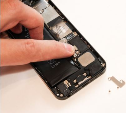 replace iphone battery - step 7