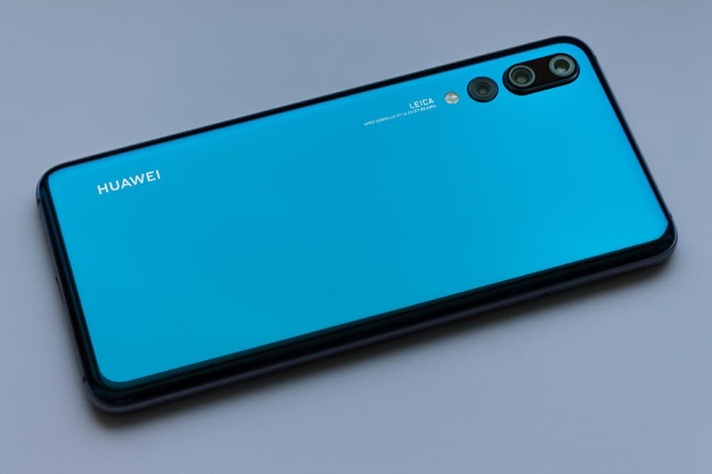 huawei p20 or samsung s10:design review